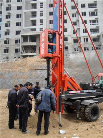 建筑工地打桩机